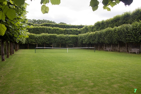 7. Grass Tennis Court, bia Carrie Dalefield's Pinterest.